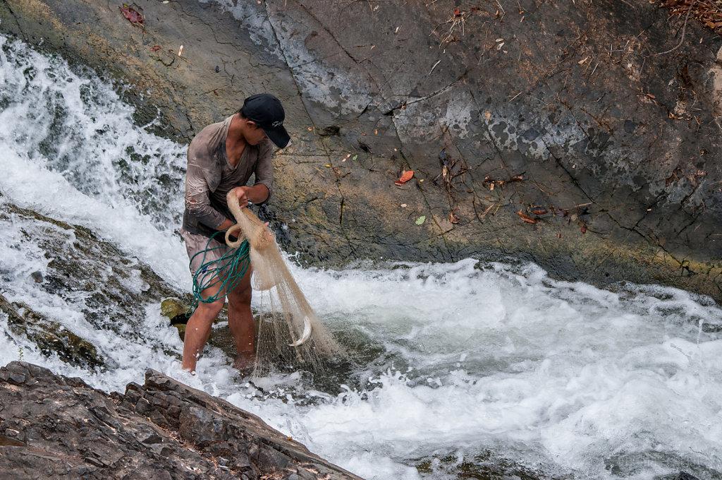 Castnet fishing in the Siphandone